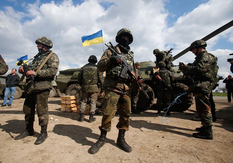 """""""Thùng thuốc súng"""" Nga và Ukraine ngày càng to, bao giờ sẽ nổ?"""