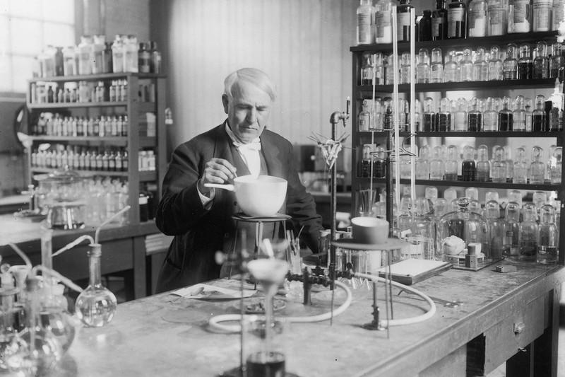Sai lầm lịch sử của nhà phát minh thiên tài Thomas Edison
