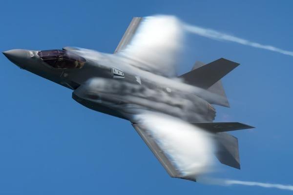 Sau một năm, tiêm kích F-35 bớt đc hai lỗi, còn 871 vấn đề!