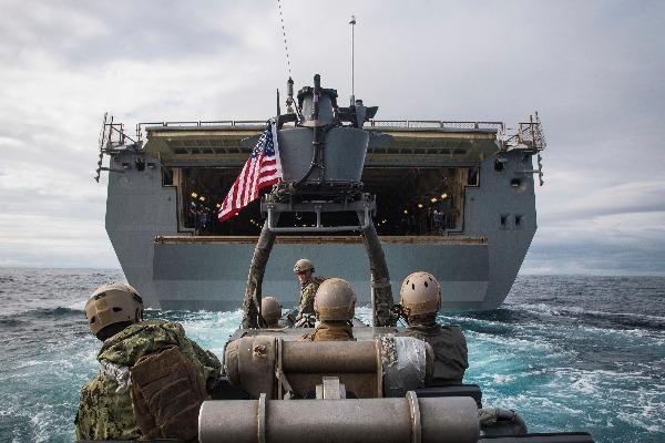 """Sau tàu sân bay, tới lượt tàu đổ bộ Mỹ """"dương tính"""" với COVID-19"""
