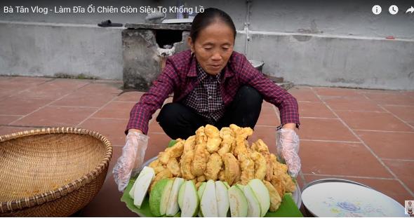 Bà Tân Vlog khiến dân mạng ngao ngán khi chế món ăn kì dị