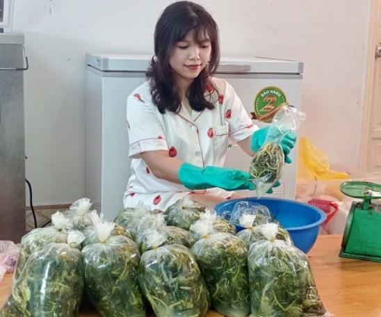 Món rau nhà nghèo thành đặc sản, chị em lùng mua tích trữ