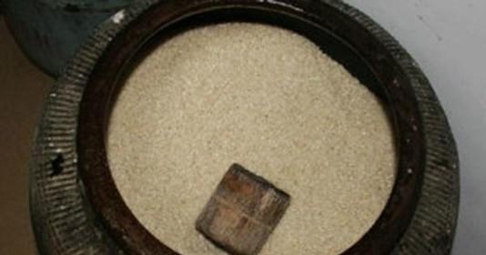 Canh ba: Âm thầm giấu thứ này dưới đáy thùng gạo, gia chủ nhanh chóng giàu