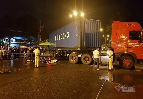Dang di lam, thanh nien que Quang Tri bi container tong chet
