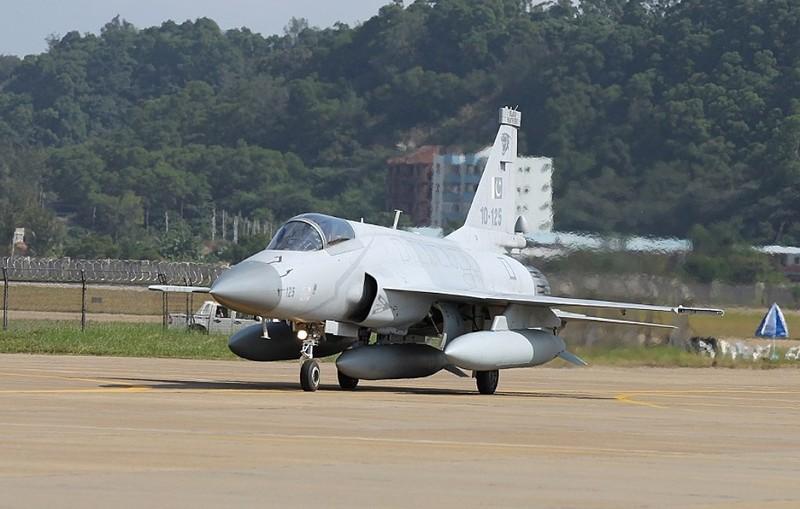 Trung Quoc ban tiem kich JF-17 Thunder cho Myanmar voi gia re khong tuong-Hinh-12