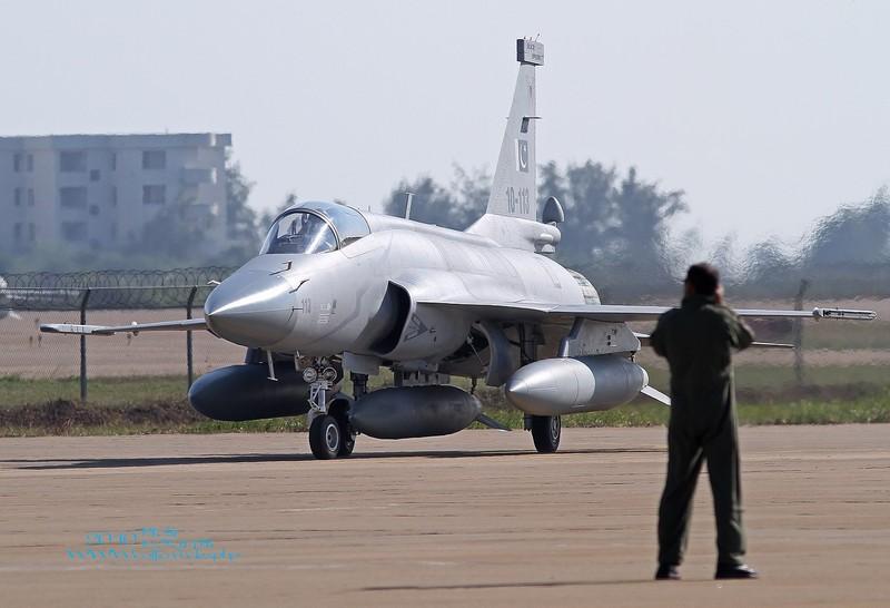 Trung Quoc ban tiem kich JF-17 Thunder cho Myanmar voi gia re khong tuong-Hinh-17