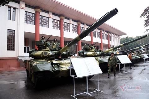 Kip lai xe tang T-54M Viet Nam duoc trang bi mu chong dan chuan NATO