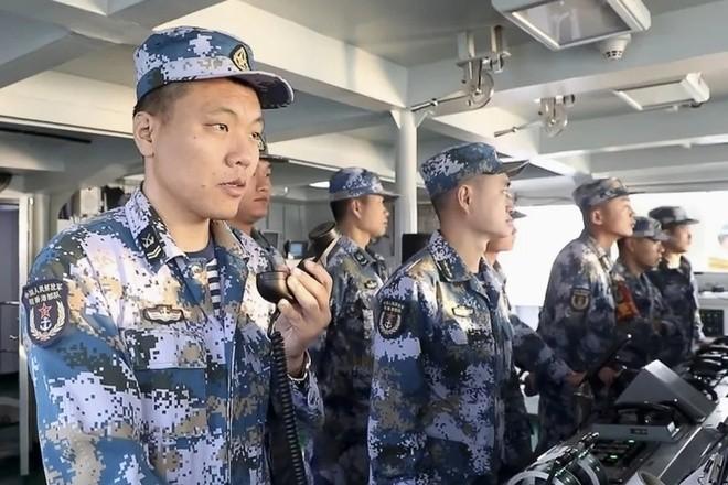 Quan Trung Quoc don tru o Hong Kong tap tran ban dan that tren Bien Dong