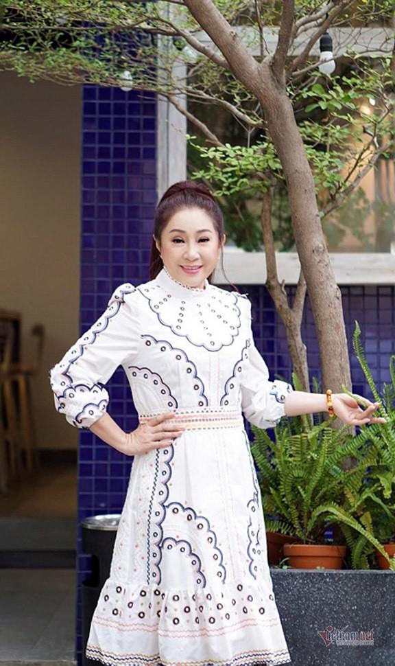Doi truan chuyen, tuoi 50 khong chong con cua Thoai My-Hinh-11