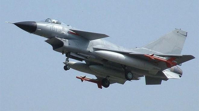 Tinh bao An Do phat hien TQ tap ket loat tiem kich J-10 o Kashmir