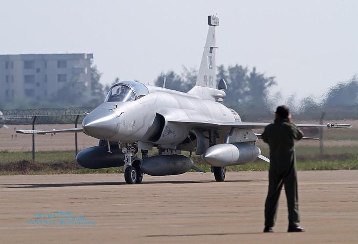 Duoc Nga giup nang cap dong co, JF-17 Trung Quoc se het e am?-Hinh-17