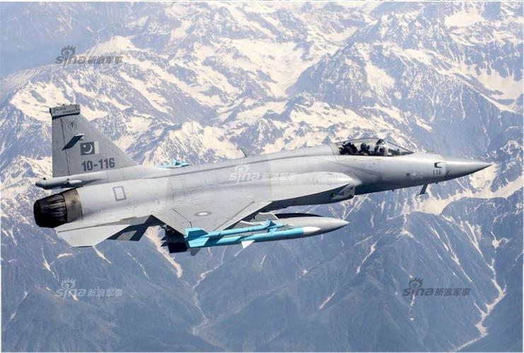 Duoc Nga giup nang cap dong co, JF-17 Trung Quoc se het e am?-Hinh-8