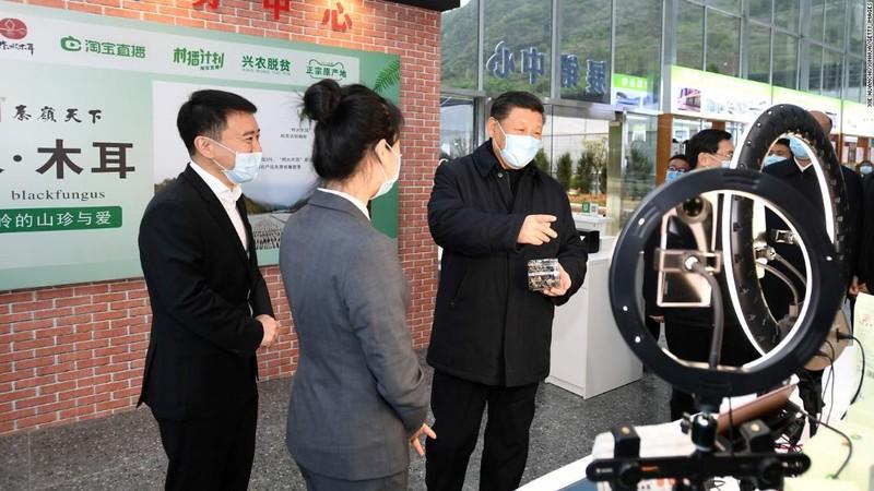 Nu tiep vien hang khong bo viec di ban hang livestream, kiem tien khung-Hinh-2