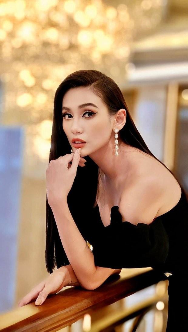 Vo Hoang Yen buc xuc khi di quay show ma bi thanh vien e-kip chu thich ba gi quen ten roi!-Hinh-2