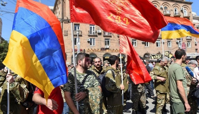 Khong quan, phao binh Azerbaijan tan cong Armenia khien nhieu binh si thiet mang