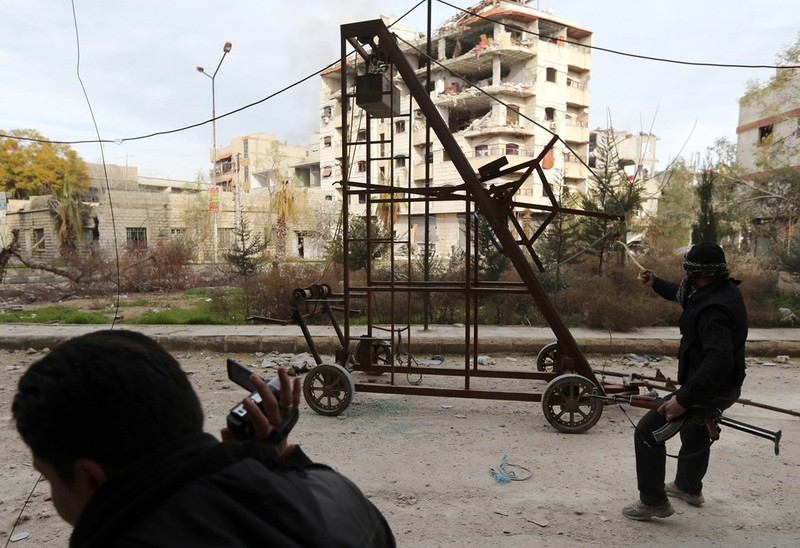 Dot nhap lo vu khi phien quan Syria, kinh hoang nhung thu ben trong-Hinh-2