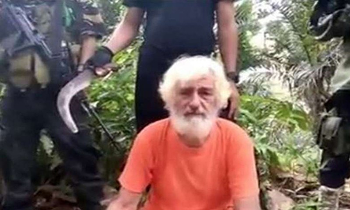 Phien quan Abu Sayyaf chat dau con tin nguoi Duc?