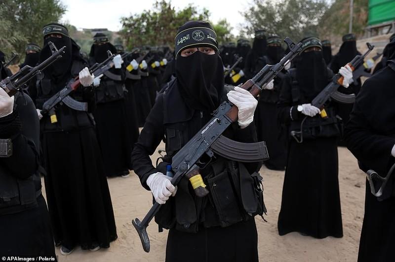 "Kinh ngac ""doi quan toc dai"" pho dien suc manh tai Dai Gaza-Hinh-10"