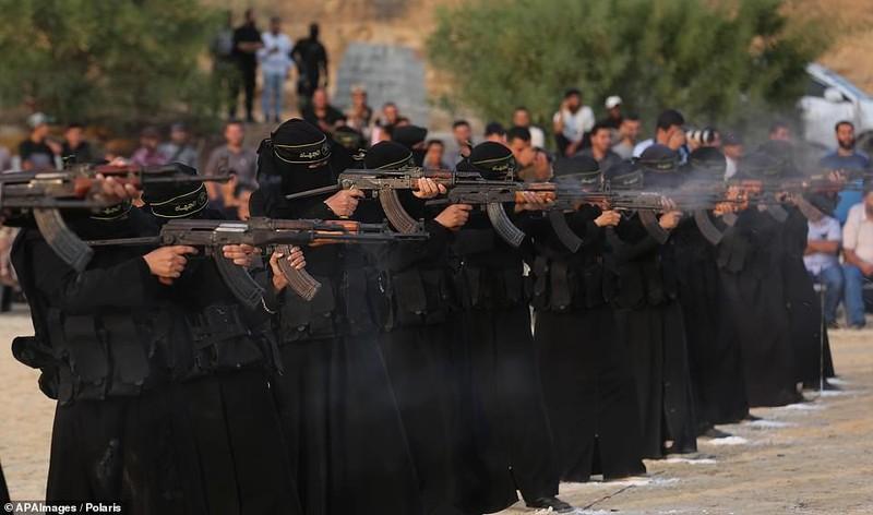 "Kinh ngac ""doi quan toc dai"" pho dien suc manh tai Dai Gaza-Hinh-2"