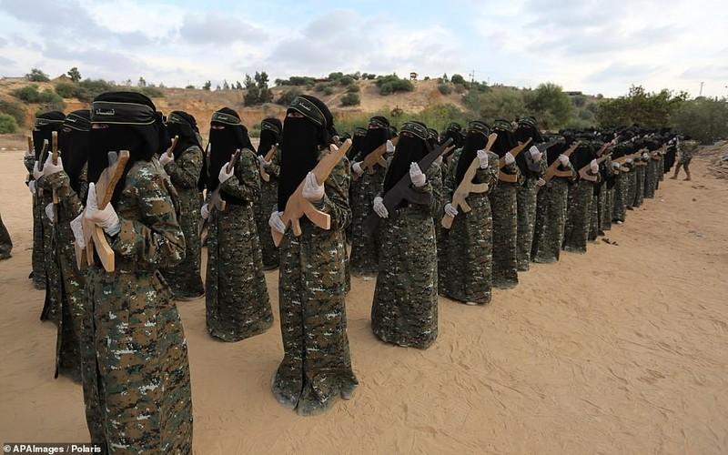 "Kinh ngac ""doi quan toc dai"" pho dien suc manh tai Dai Gaza-Hinh-5"