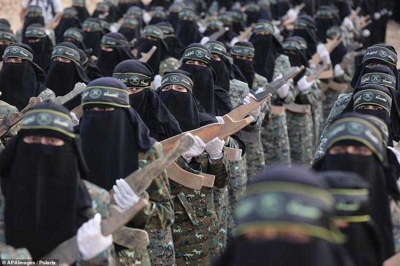"Kinh ngac ""doi quan toc dai"" pho dien suc manh tai Dai Gaza-Hinh-9"