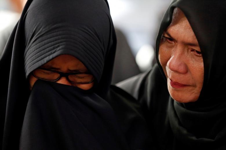 """Indonesia """"chay dua"""" thoi gian tim xac may bay roi xuong bien-Hinh-11"""