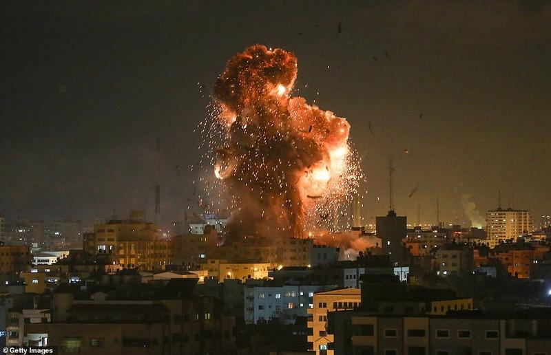Hinh anh Dai Gaza ruc lua, Israel pha nat dai truyen hinh Hamas-Hinh-2