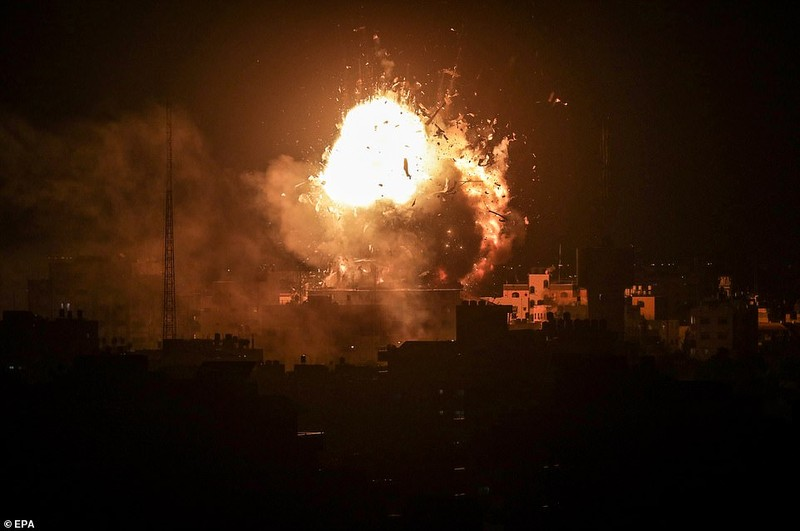 Hinh anh Dai Gaza ruc lua, Israel pha nat dai truyen hinh Hamas