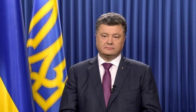 Giua cang thang, Ukraine lai dieu quan tiep vien toi bien gioi voi Nga
