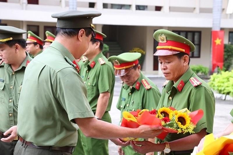 Khen thuong 12 tap the pha nhanh vu cuop tai tram Dau Giay