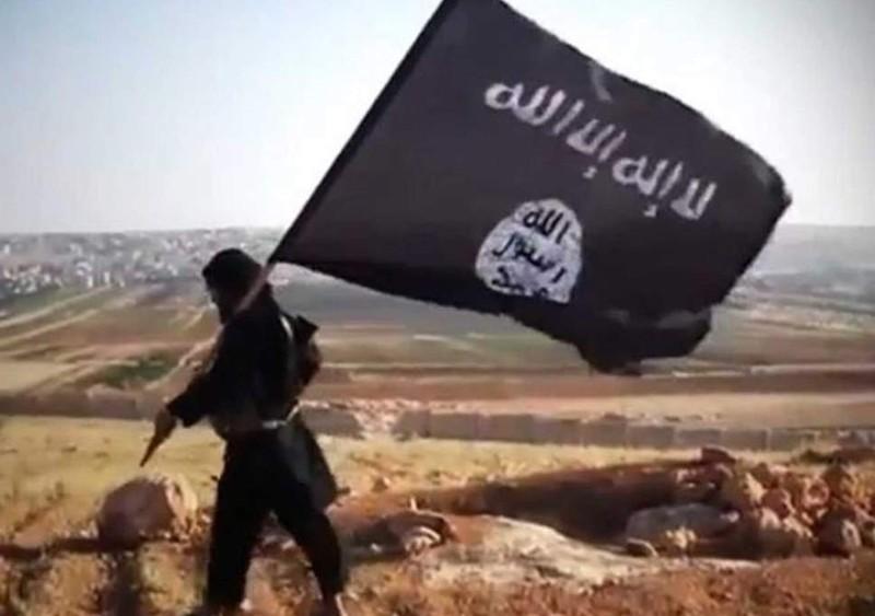 Vi sao Iraq bat ngo nhan hang tram chien binh IS tu Syria?