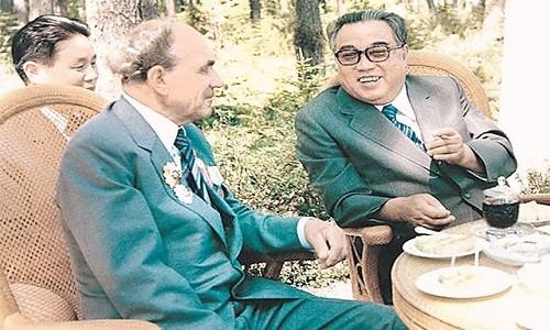 Chuyen doi nguoi hung Lien Xo cuu mang lanh tu Trieu Tien