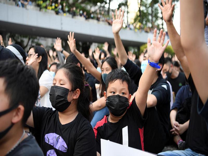 Toa Hong Kong: Lenh cam nguoi bieu tinh deo mat na la