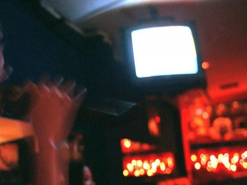 Chan dong vu be gai 11 tuoi bi cuong hiep, ep ban dam trong quan karaoke