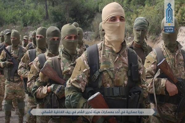 Chien truong Aleppo nong ray, khung bo HTS tan cong du doi Quan doi Syria