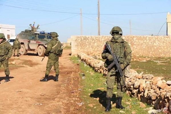 Tan cong du doi, khung bo sat hai 4 quan nhan Nga tai Idlib?