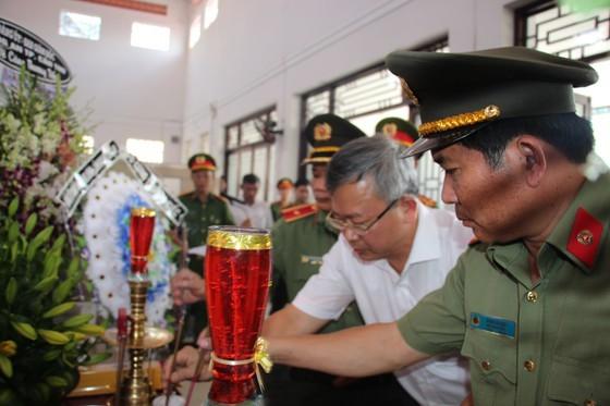 Thang quan ham cho dai uy cong an tu vong luc truc Tet-Hinh-2