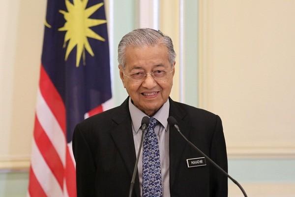 Thu tuong Mahathir de don tu chuc len Quoc vuong Malaysia