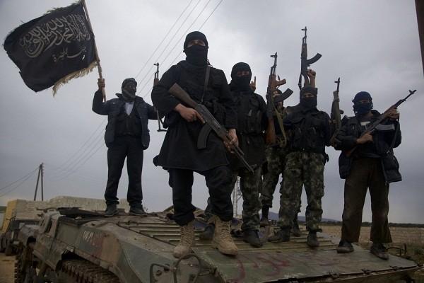 Phan cong du doi, khung bo HTS danh chiem thi tran chien luoc tai Idlib