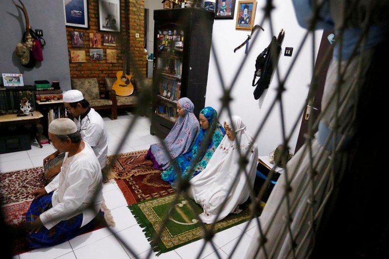 Kinh ngac thang le Ramadan ky la cua nguoi Hoi giao mua dich COVID-19-Hinh-3