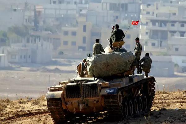 "Khung bo HTS ""tra thu"" Quan doi Tho Nhi Ky tai chien truong Idlib"