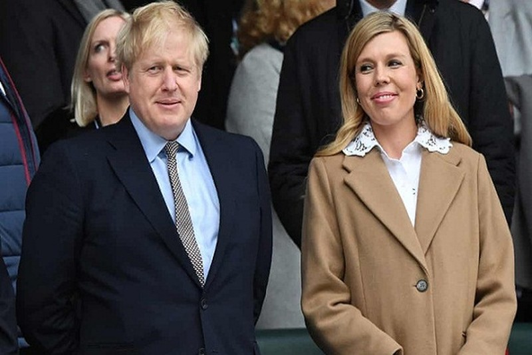 Thu tuong Anh Boris Johnson don con trai dau long voi hon the