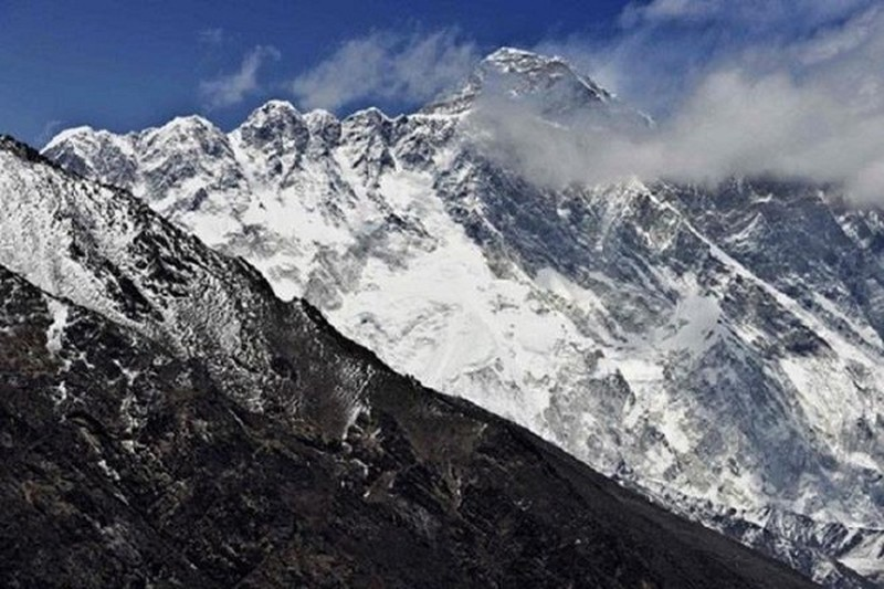 Dai CGTN vo toan bo dinh Everest ve Trung Quoc, nguoi Nepal phan no
