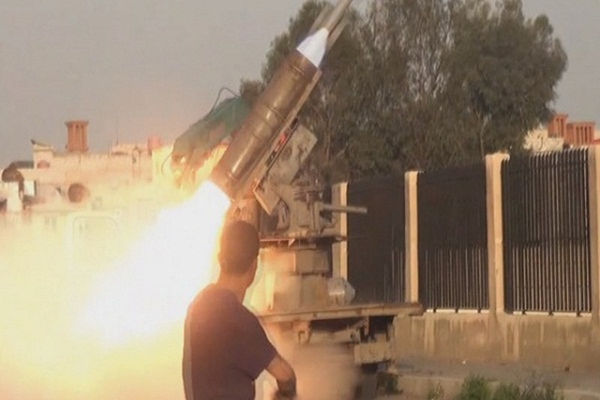 Quan doi Syria giao tranh ac liet voi khung bo tren chien truong Hama