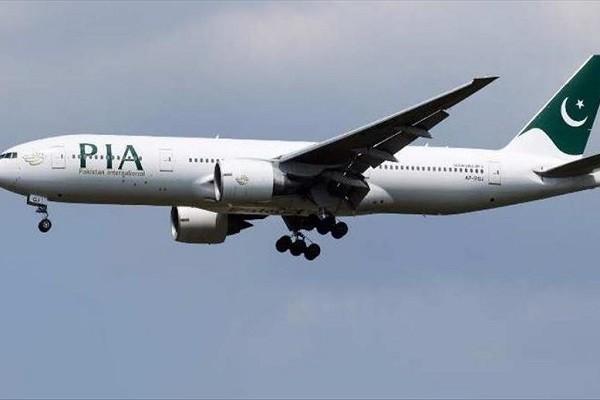 Roi may bay Pakistan cho hon 100 nguoi tai Karachi
