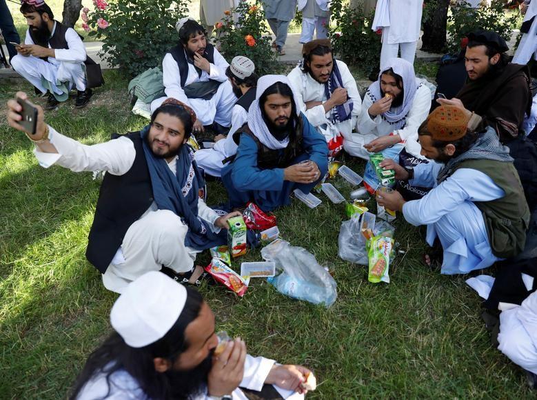 Toan canh Afghanistan phong thich 900 tu nhan Taliban-Hinh-9