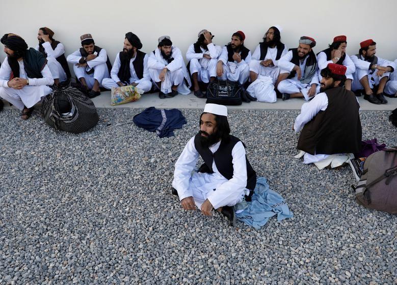 Toan canh Afghanistan phong thich 900 tu nhan Taliban