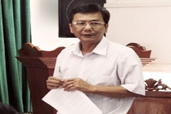 Nguyen Pho Chu tich huyen Dong Hoa bi khoi to vi toi gi?