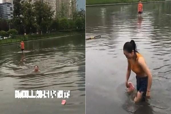 Video: Co gai boi qua con duong ngap nuoc vi so di lam muon
