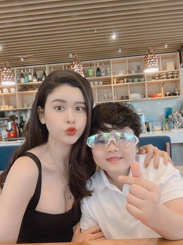 2 my nhan V-biz ten Quynh Anh lam single mom-Hinh-6